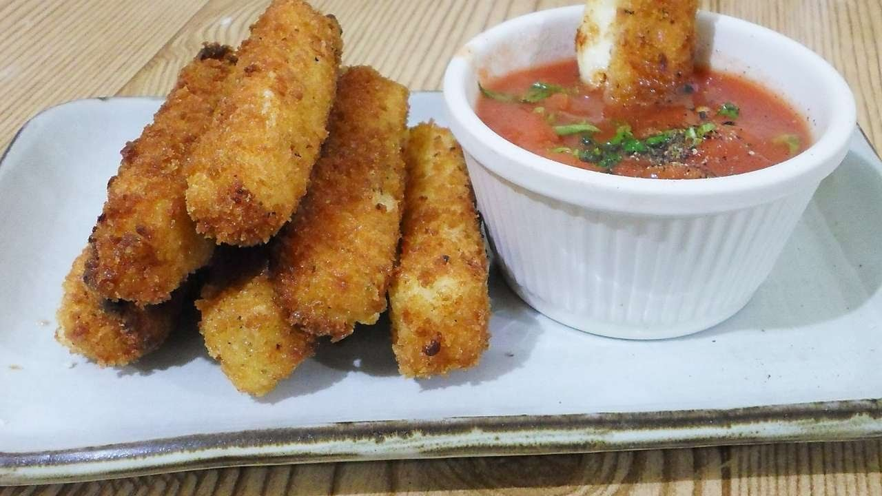 How To Cook Tasty And Crispy Mozzarella Sticks - DIY Food & Drinks Tutorial - Guidecentral