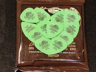 Make a Cool Guitar Pic Valentine Gift - DIY Crafts - Guidecentral