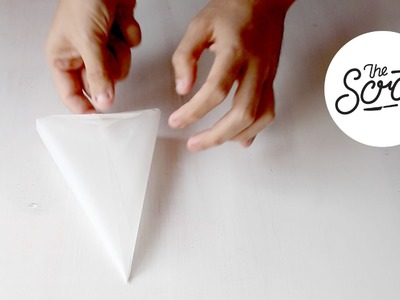HOW TO MAKE A PAPER PIPPING BAG FOR CAKE AND COOKIE DECORATING - The Scran Line