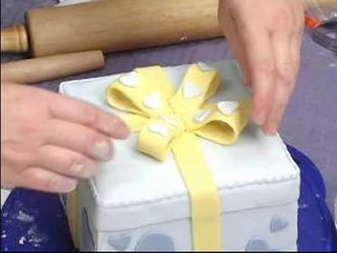 Cake Decoration Tips : How to Add a Bow to Cake Decorations