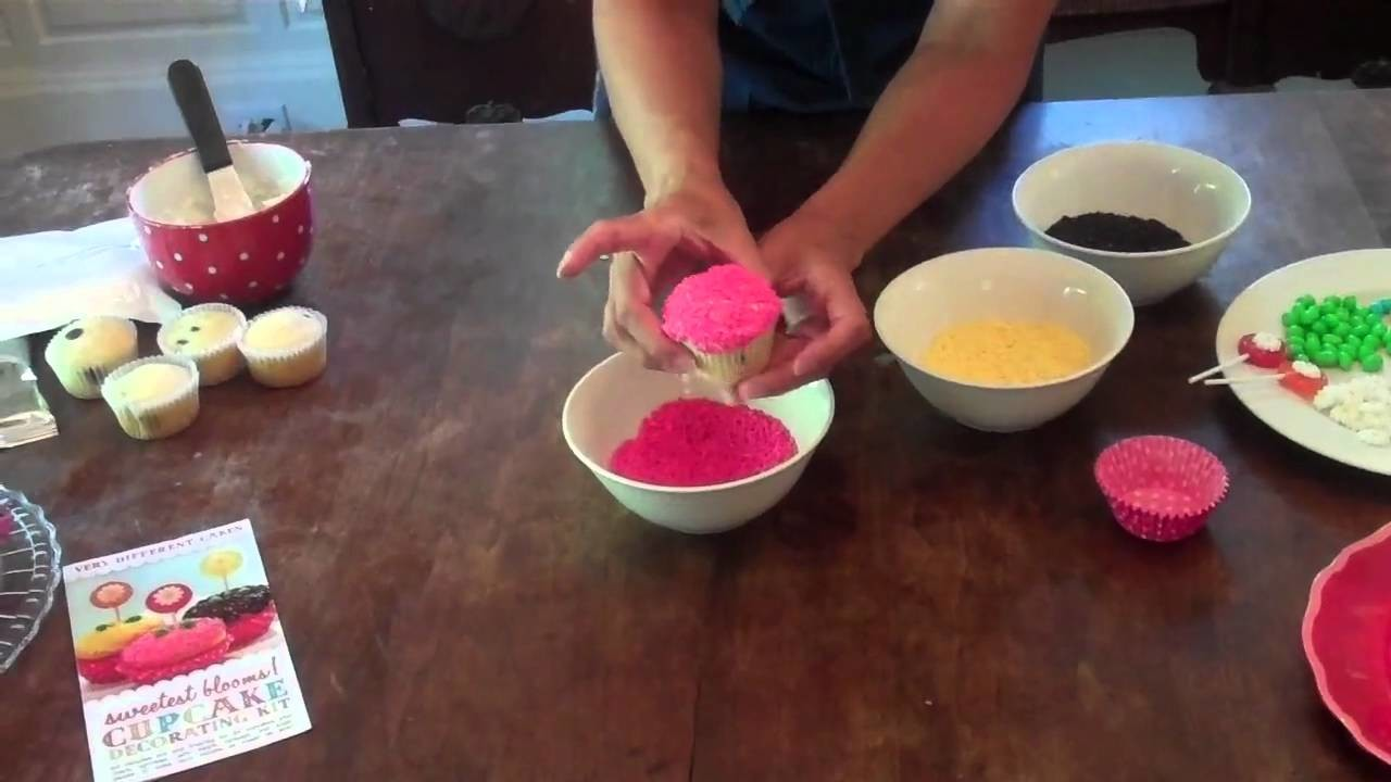 How to decorate cupcakes using candy
