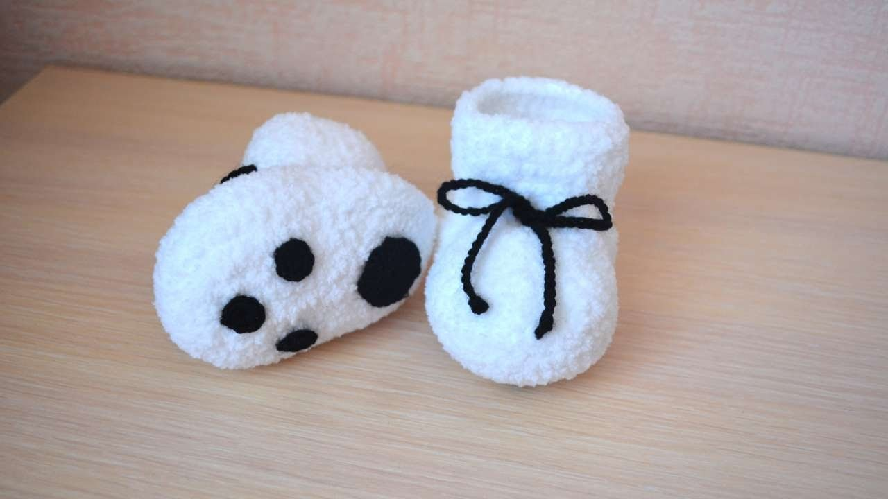 How To Make Cute Grip Baby Booties - DIY Style Tutorial - Guidecentral