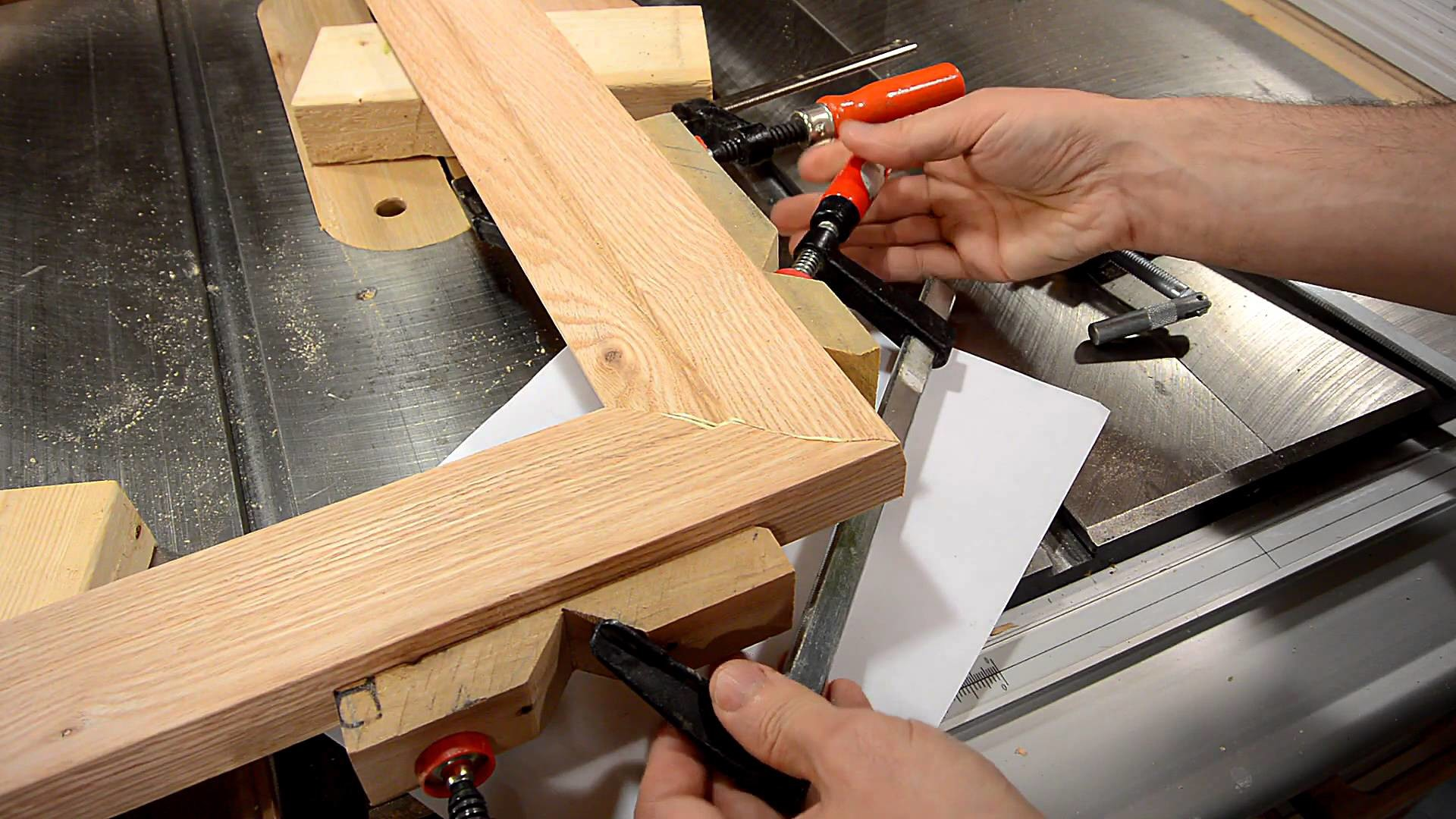 Making a picture frame (make molding on the table saw)