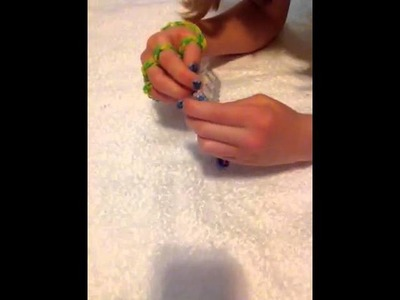 How to make a Five Finger Rainbow Loom Bracelet