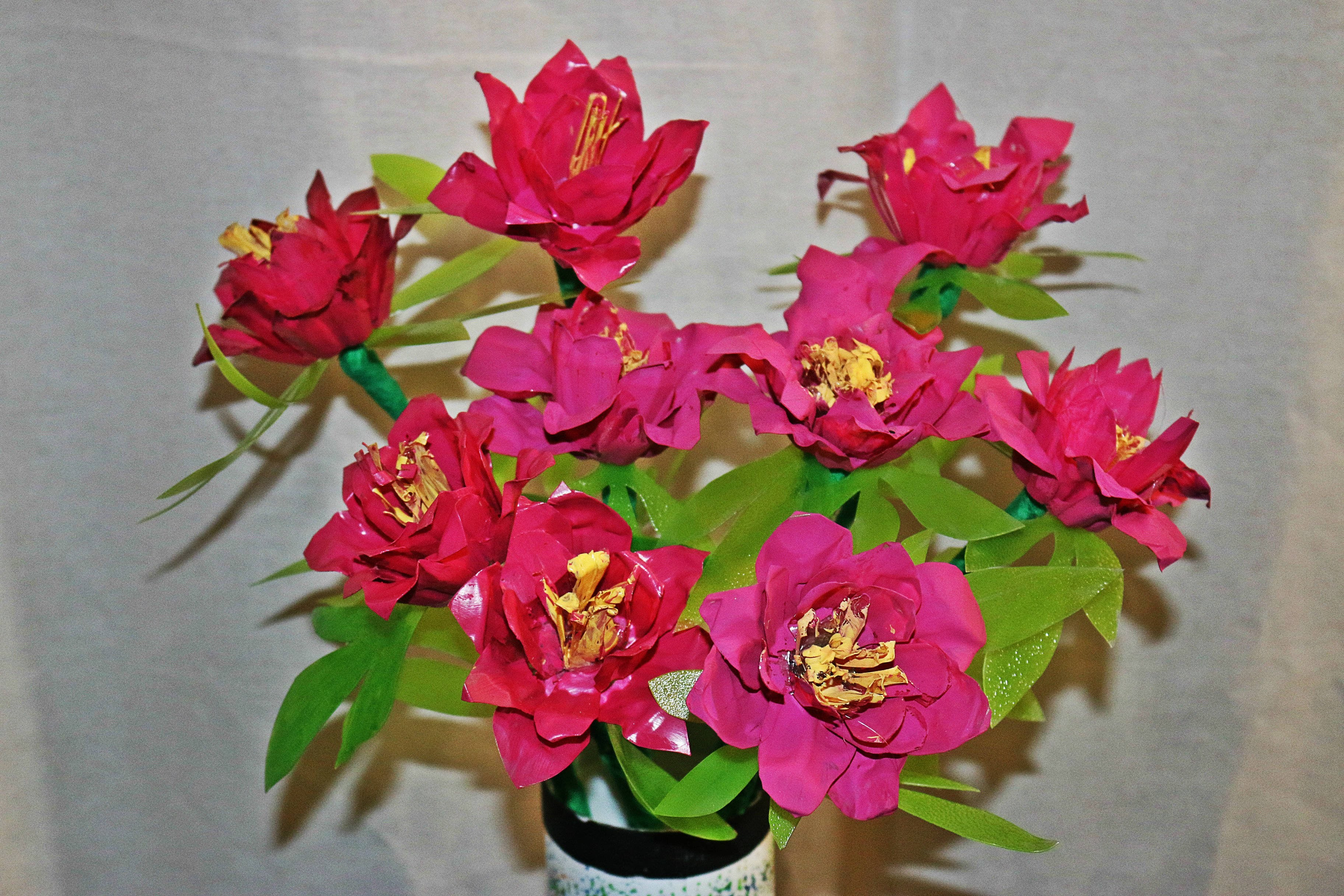Recycled DIY: Flower Showpiece made out of Plastic Egg Carton !