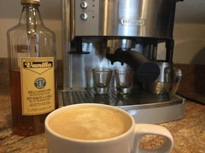 DIY: Easy Starbucks Vanilla Latte (HOT)
