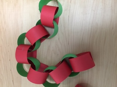 COUNT DOWN to CHRISTMAS with this paper chain craft and decoration