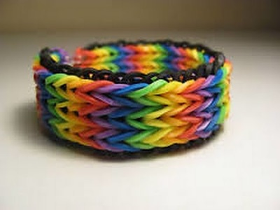 How to make a triple fishtail keychain.bracelet with the rainbow loom