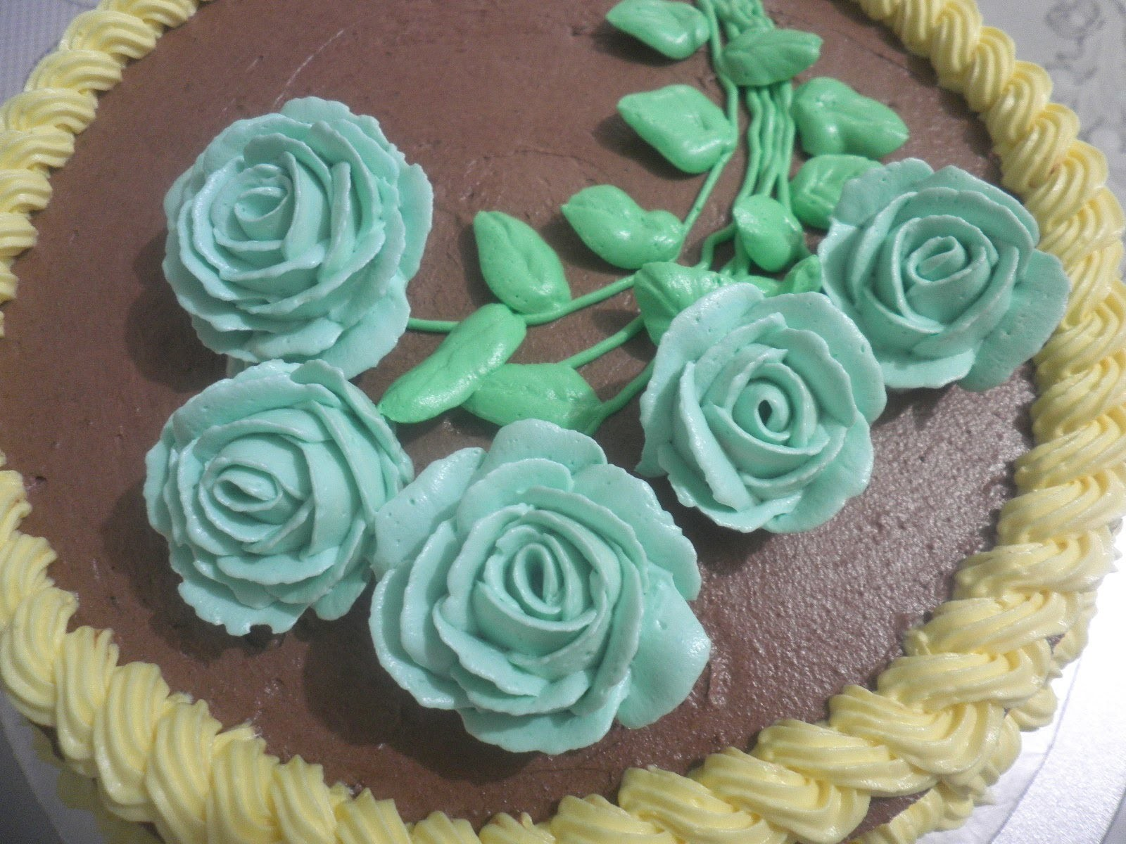 Decorating buttercream roses cake (the whole process!)