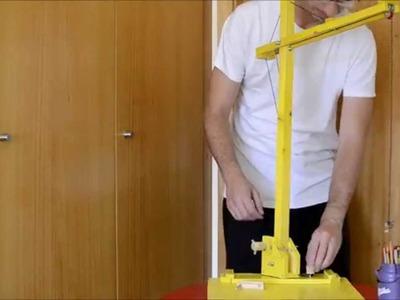 DIY Toy Tower Crane - Grua de Brincar