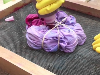 How To: Tie dying a cushion cover