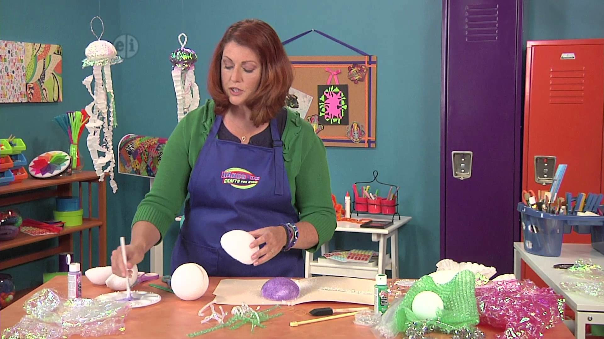 1702-3 Jenny Rohrs makes a jelly-fish from recycled materials on Hands On Crafts for Kids