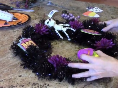 How To Make A Halloween Wreath : DIY Halloween