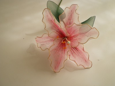 Tutorial Lirio de Nylon - How to make a nylon flower: Lily