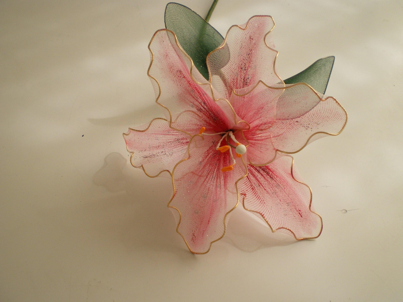 Tutorial Lirio de Nylon - How to make a nylon flower: Lily