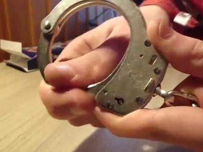 How to pick handcuffs (S&W with double lock) [DIY] [EN]