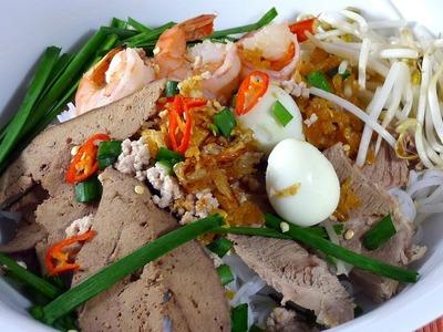 HU TIEU - Rice Noodle with Pork and Seafood Recipe