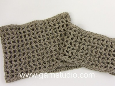 DROPS Crocheting Tutorial: How to work a cover for a glass vase.