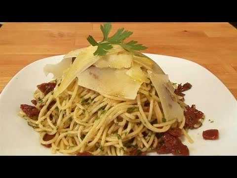 How To Cook Chilli, Garlic And Parsely Spaghetti