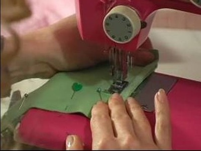How to Sew Zippers : How to Stitch the Corners of a Bag
