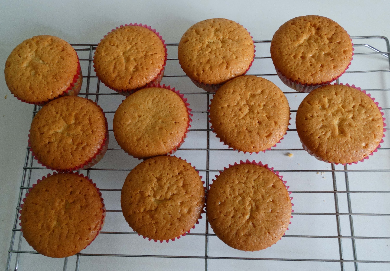 How to make cupcake with ice cream and cake mixture