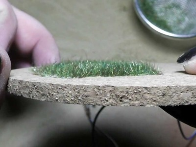 How to use the static grass applicator