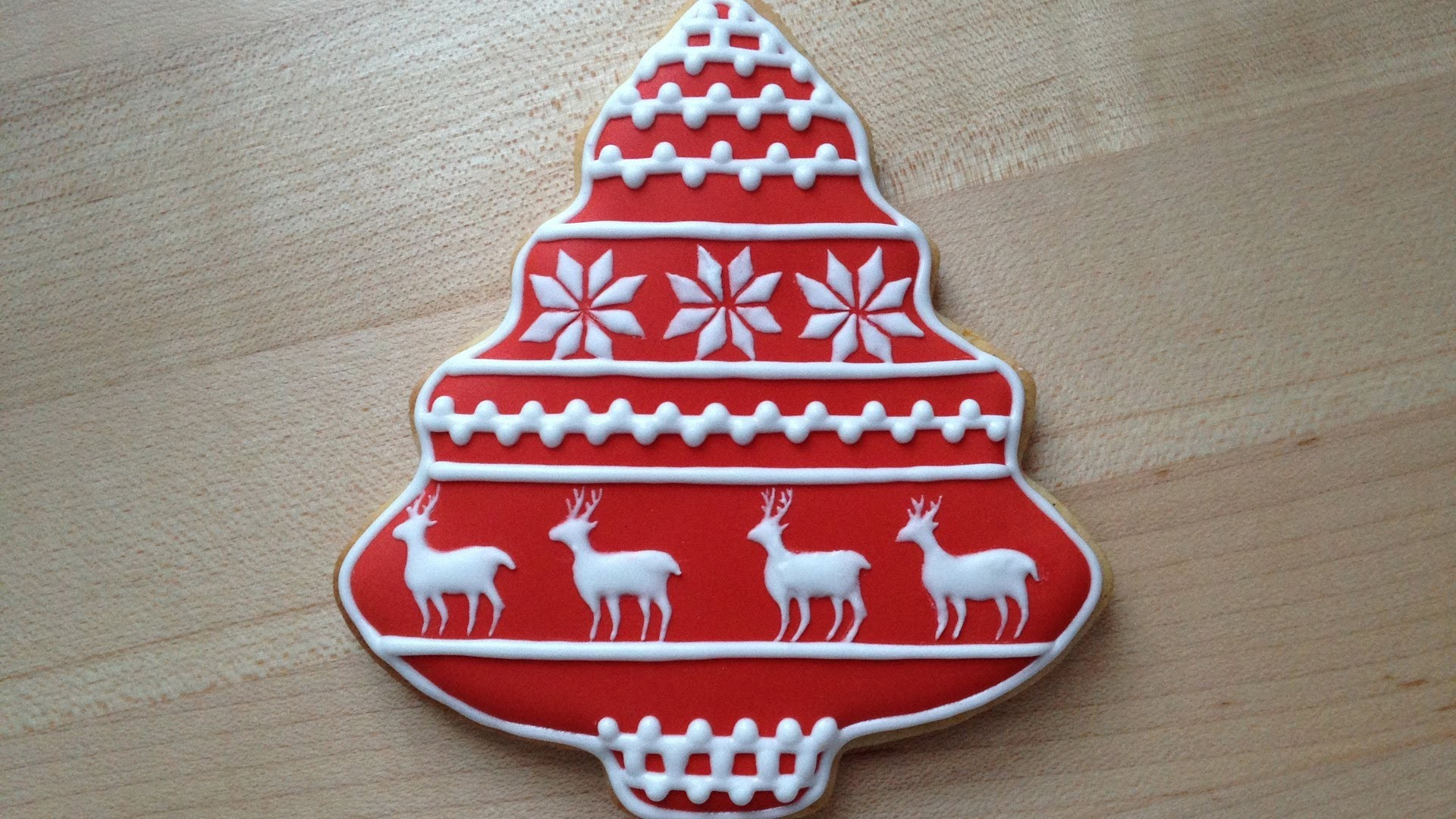 How To Decorate A Christmas Cookie - Reindeer Pattern