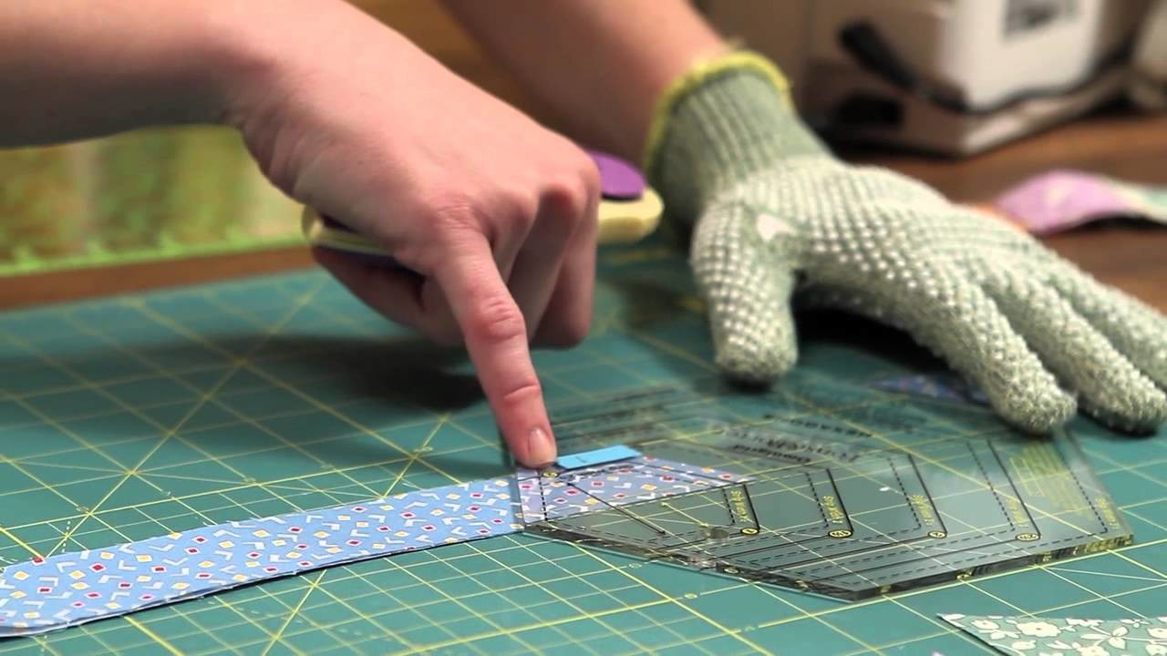 Quilty: how to make a hexagon doll quilt