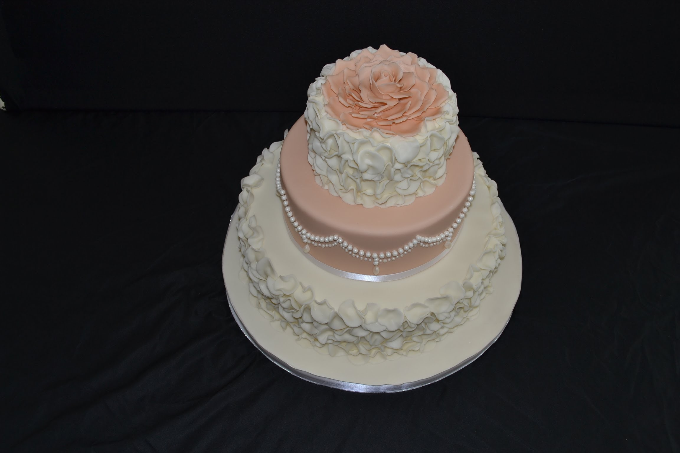 How to make fondant petal, circle, ruffle, decorated cake.