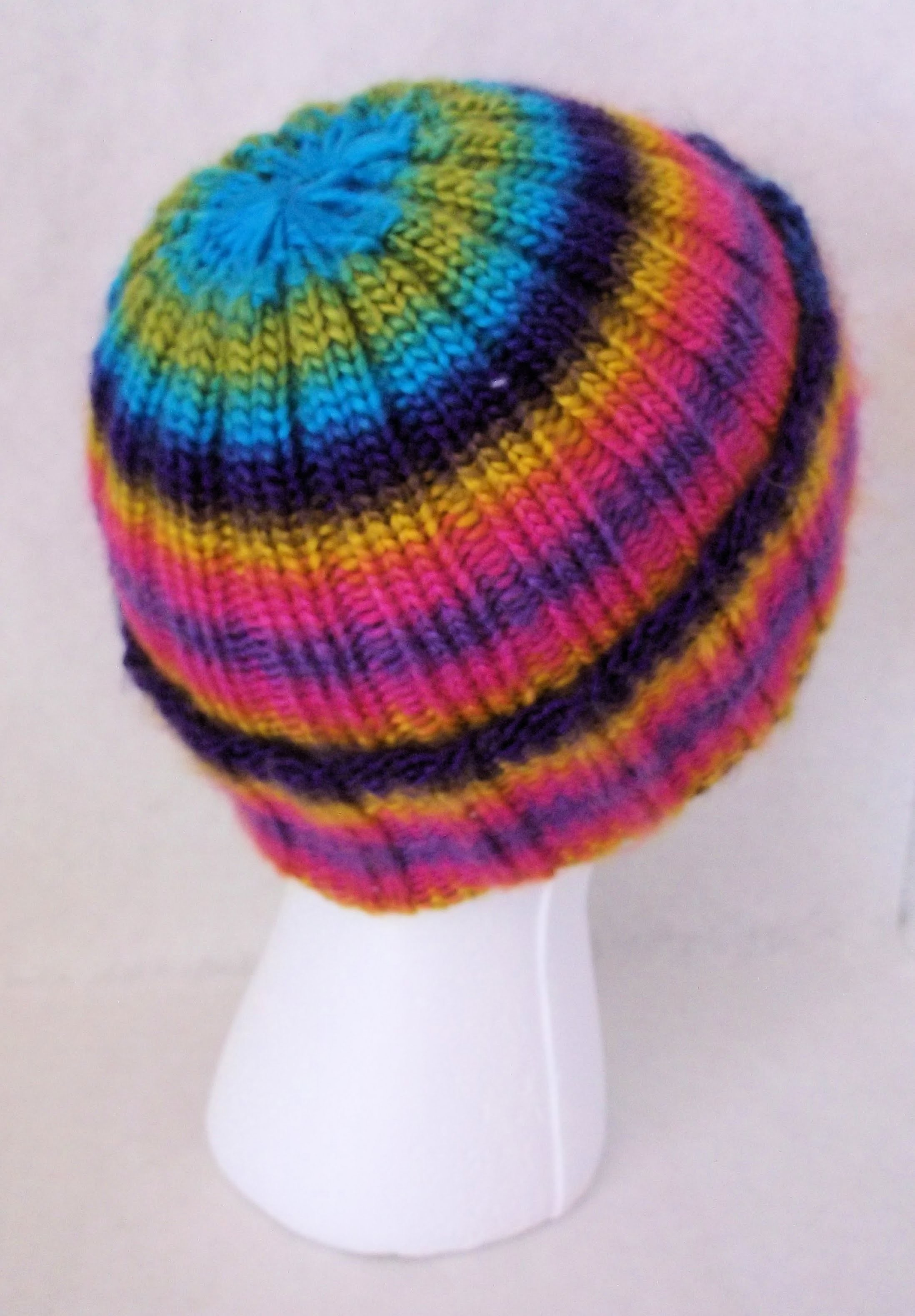 How to Loom Knit a Universal Ribbed Hat