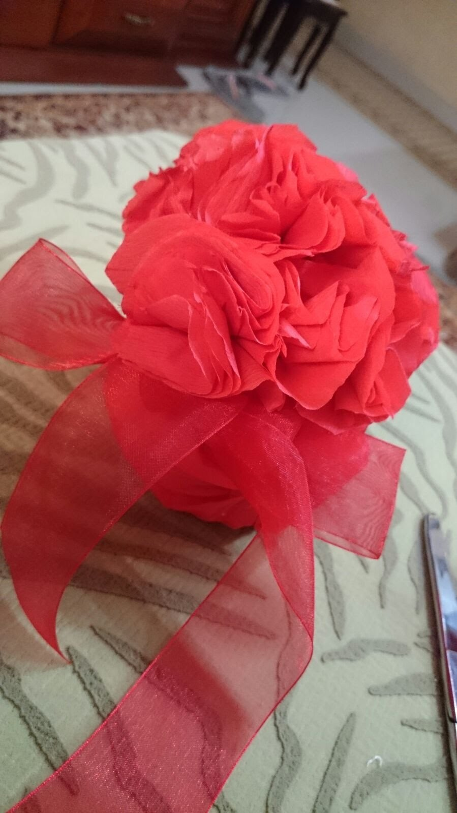 How to DIY Valentine's Day Decorations - Making Crepe Flowers - Tutorial .