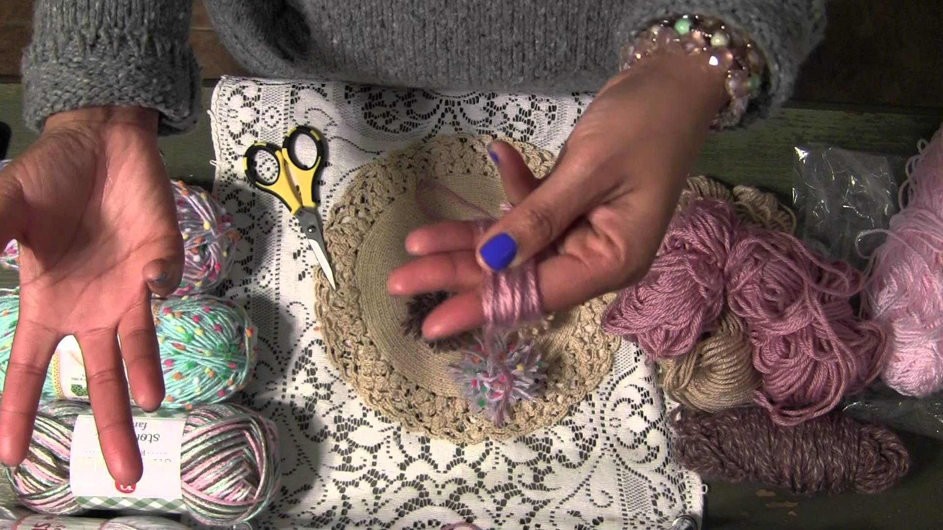How To : Simple DIY Yarn Pom Poms | YennyStorytale