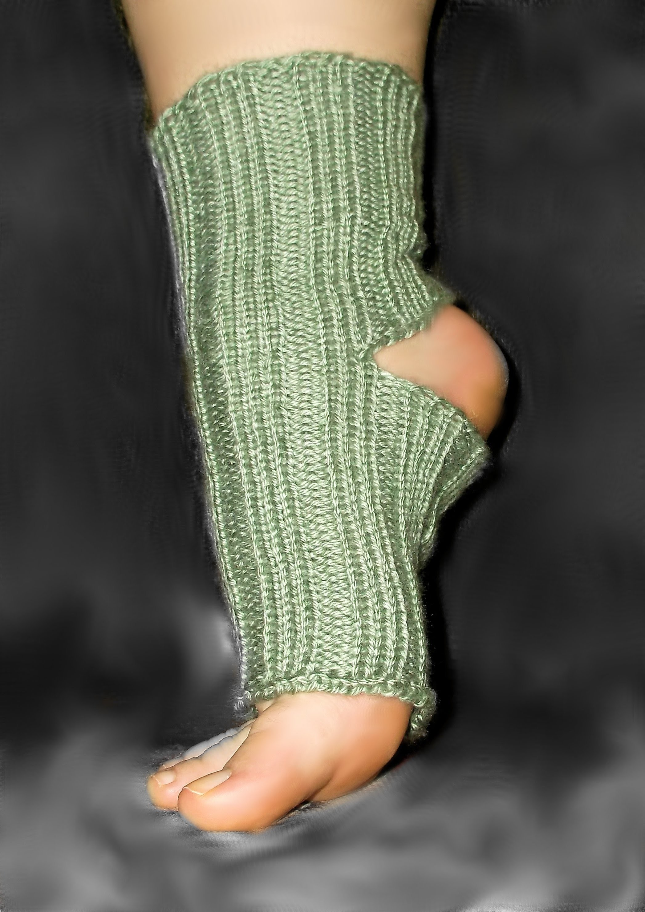 How To Loom Knit Yoga Socks