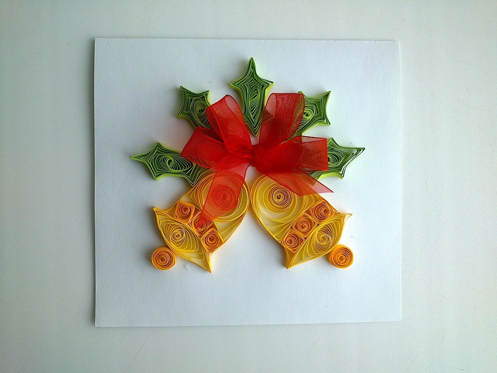 DIY Christmas decorations : make  Quilling DIY Christmas decorations.