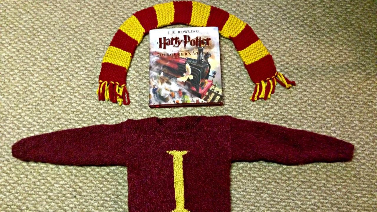 Gryffindor Scarf and Molly Weasley Sweater DIY