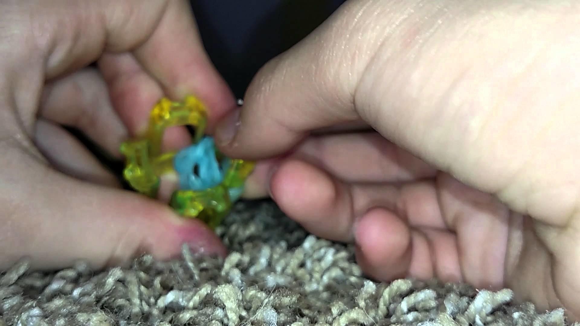 Finger Loom Flower Charm Tutorial
