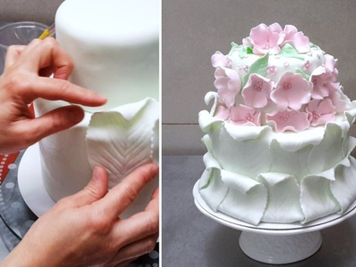 Simple Fondant Cake Decorating. Tutorial by CakesStepbyStep.