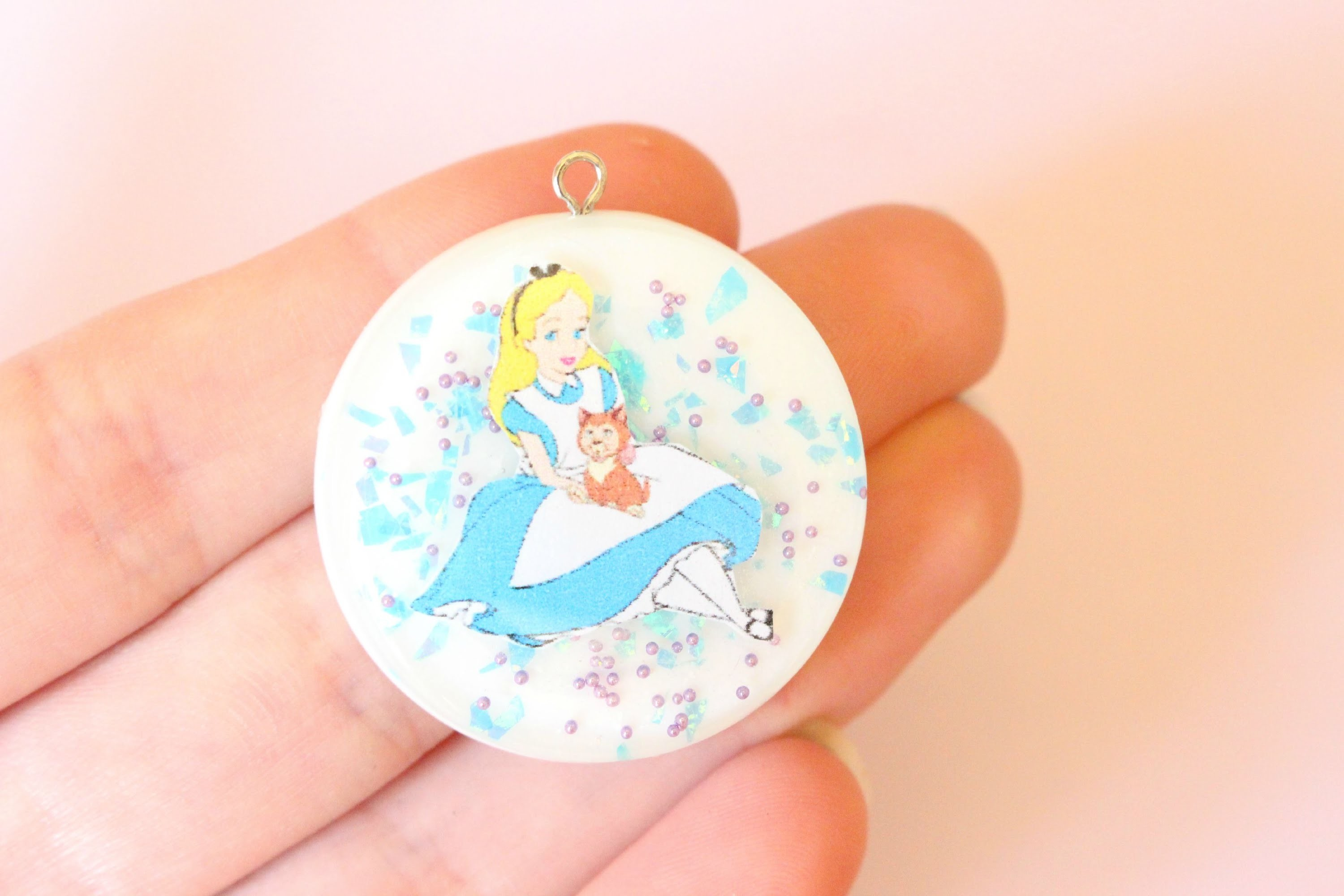 Alice in wonderland resin charm - tutorial