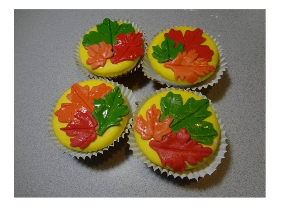 Tutorial de como decorar cupcakes de Thanksgiving.How to decorate Thanksgiving Cupcakes