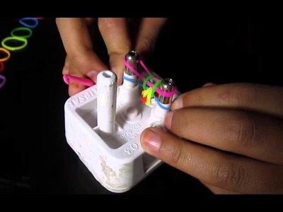 How to make loom bands using a plug