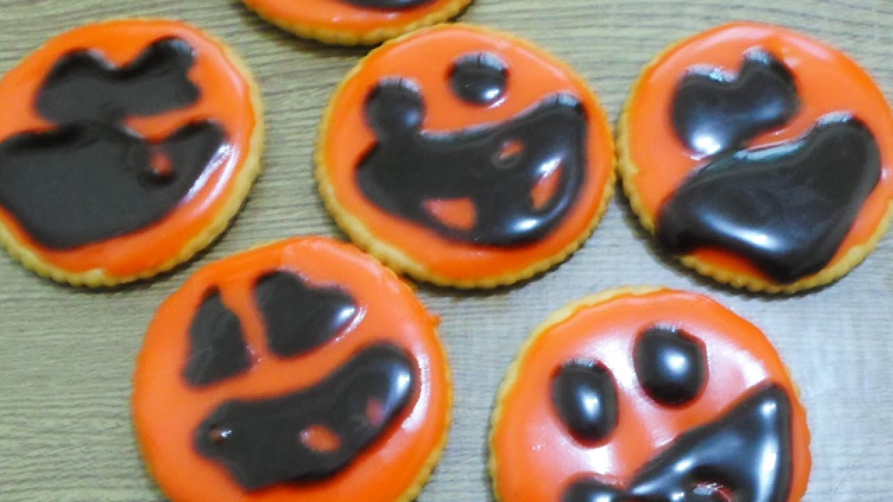 Make Cute Halloween-Themed Crackers - DIY Food & Drinks - Guidecentral
