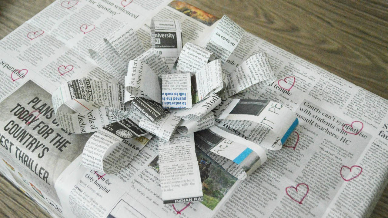 Make a beautiful flower bow from newspaper - DIY  - Guidecentral