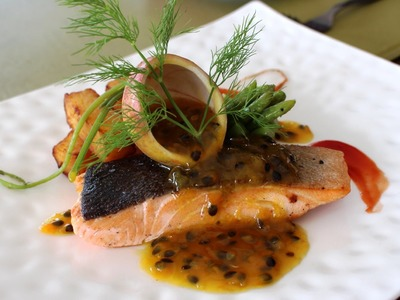 How to make salmon with passion fruit sauce caramel