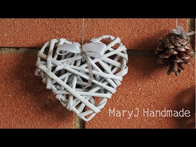 How to weave hearts from newspaper tubes