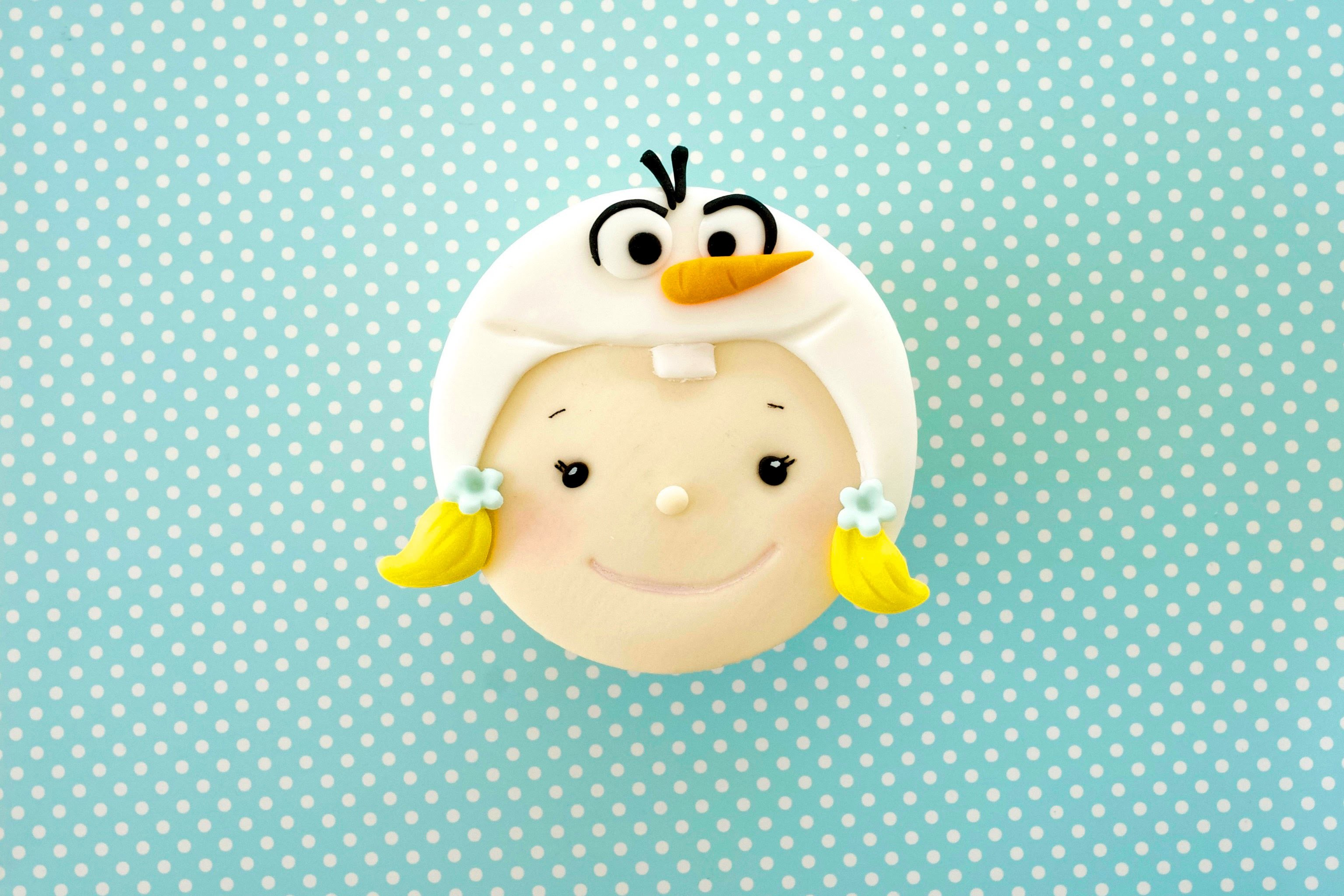 Bakeaboo - How To Make Frozen Themed Cupcake : Girl With Olaf Hat 2D Topper