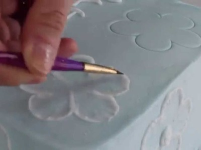 How to do brush embroidery on a cake