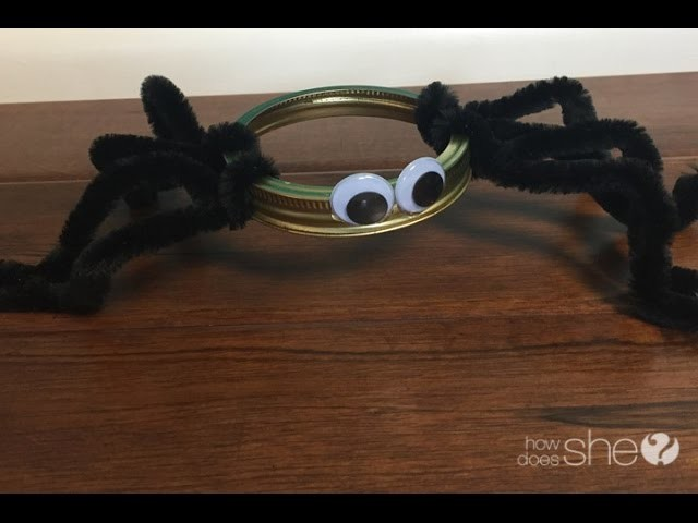 Mason Jar Ring Spider: See how simple it is.