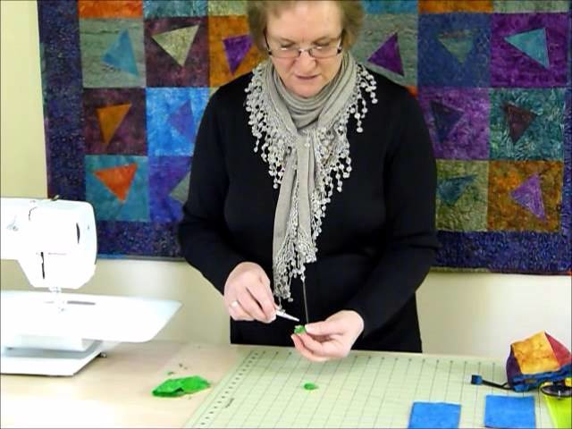 """How to make a Square Drawstring Bag using 6"""" squares - Quilting Tips & Techniques 184"""
