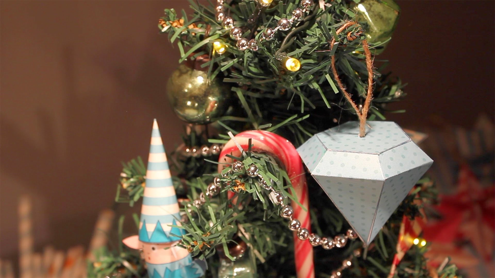 How to make decorations for your Christmas tree - papercraft activity