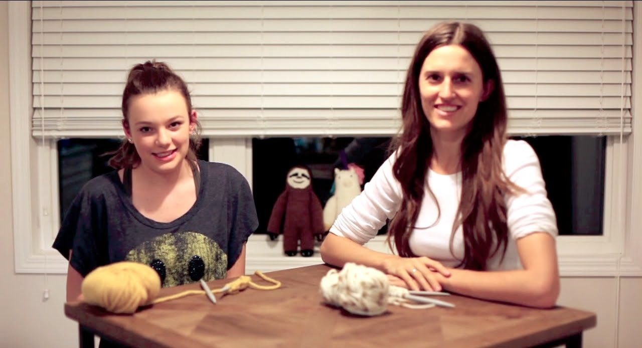 KIDS CAN CREATE: How to knit the basic knit stitch for total beginners and kids!